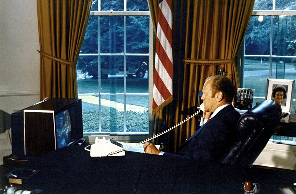 President Ford talks to ASTP crew