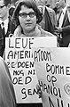 Pro-Vietnam demonstratie in Den Haag , een pro-Vietnam demonstrante, Bestanddeelnr 920-2456.jpg