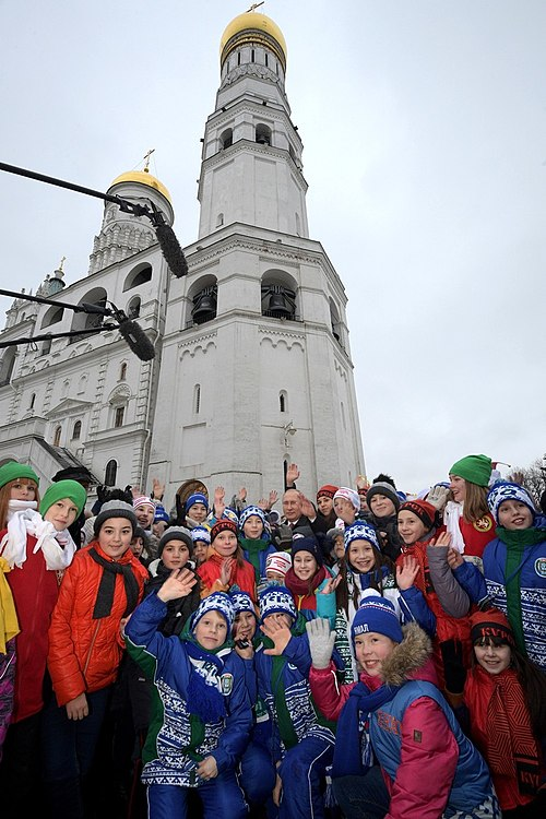 Putin with children 2017-12-26 06.jpg