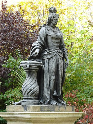 Queen Square, London - Statue of Queen Charlotte in the Square