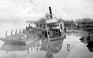 Ramona (sternwheeler 1892) - Image: Ramona (sternwheeler) aground c 1909