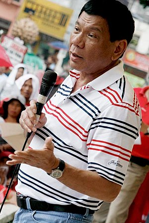 Rodrigo Duterte - Duterte speaks with Davao City residents in 2009