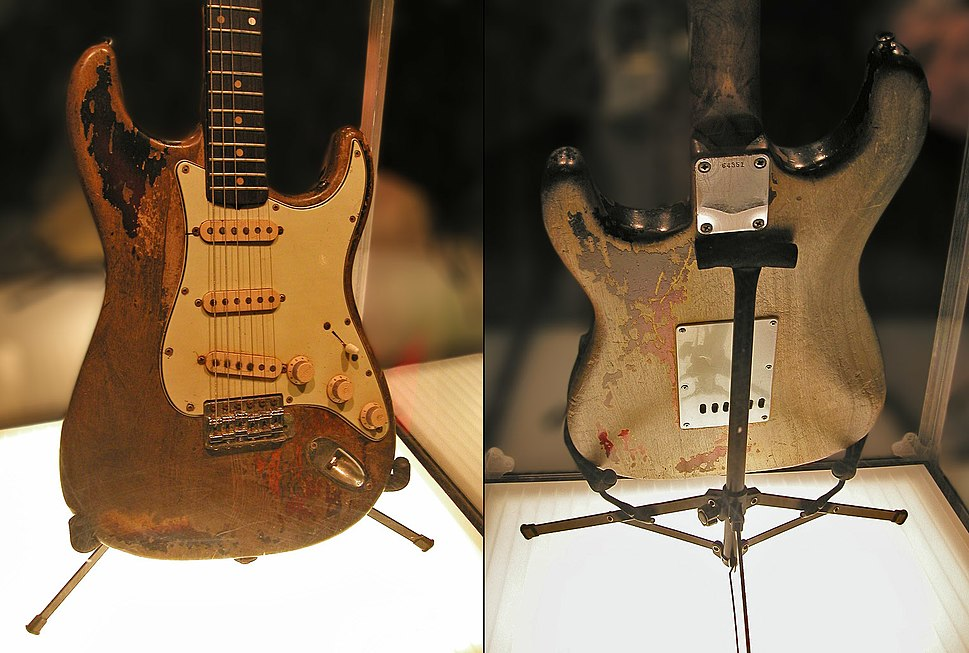 Rory Gallagher%27s Stratocaster on display in Dublin in 2007
