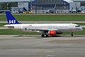 SAS, OY-KAM, Airbus A320-232 (15836400683).jpg