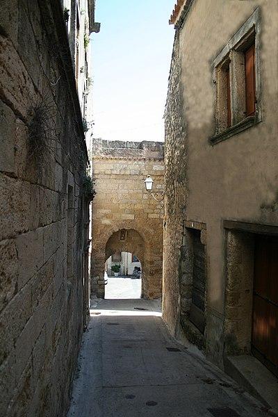 Saint-Pons-de-Mauchiens (Hérault) - Porte du village.
