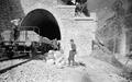 Sappeure beim Arbeiten am Eisenbahntunnelportal von Bovernay - CH-BAR - 3237223.tif