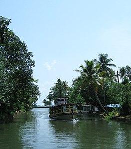 Scenes fom Vembanad lake en route Alappuzha Kottayam100.jpg