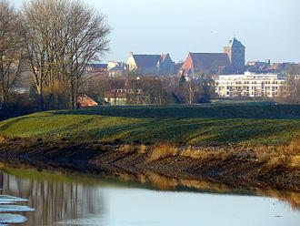 Schwinge (Elbe) - Image: Schwinge Unterlauf im Frühling
