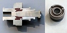 Querschnitt durch ein Sinterwerkzeug und das gesinterte Teil