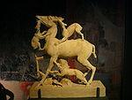 """Skulpturengruppe aus Marmor """"Hirsch mit Jagdhunden"""" — Exponat in der Archäologischen Staatssammlung München.JPG"""