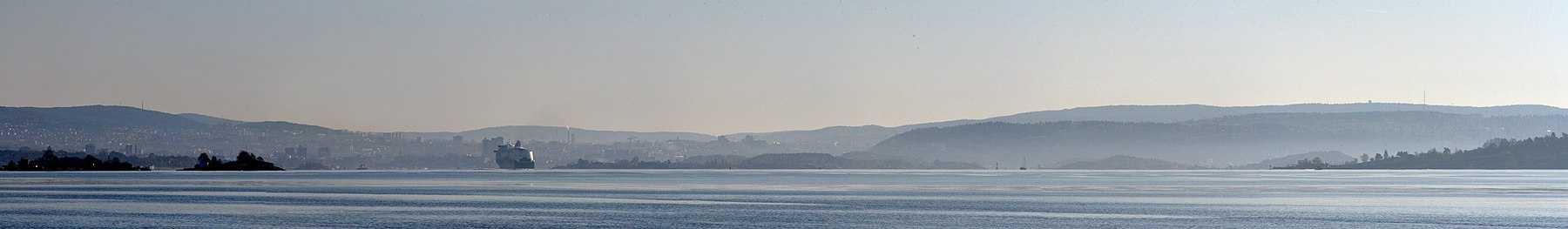 Snarøya, Oslo and Nesodden seen from Ostøya.jpg