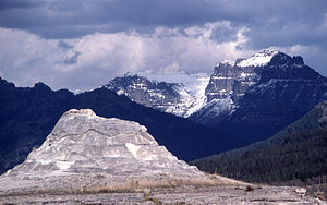 Abiathar Peak - Image: Soda Butte Abiathar Peak Amphitheather Mtn YNP