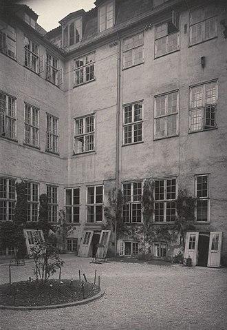 Behagen House - The yard in the 1910s
