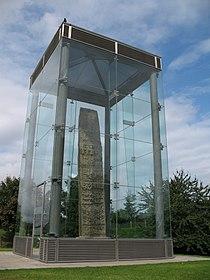 Sueno's Stone, Forres (2865748659).jpg