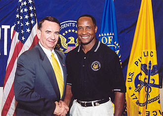 Lynn Swann - Lynn Swann and HHS Secretary Tommy Thompson