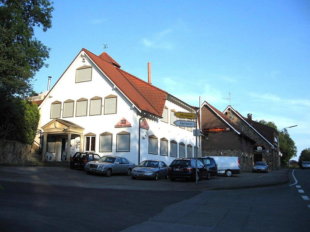 Datei:Swingerclub Cäsars Palace. Spröckhövel.JPG - Wikipedia