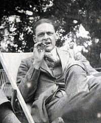 T.S. Eliot, 1923.JPG