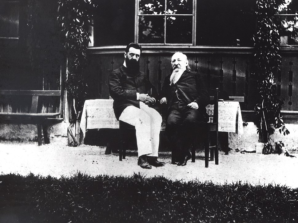THEODOR HERZL (L) WITH MAX MANDELSTAM, ONE OF THE LEADERS OF RUSSIAN ZIONISTS, IN ALTE OSEZA, AUSTRIA IN 1903. תאודור הרצל עם מכס מנדלשטם, אחד מראשי ה