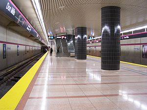 Wide platform at Don Mills TTC subway station