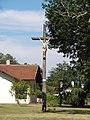 Taller (Landes) croix entrée village.JPG