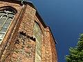 Tczew, Kardynala Stefana Wyszyńskiego, kostel Povýšení svatého kříže, zazděné okno.JPG