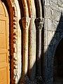 Terrasson chapelle ND Mouret portail colonnes.jpg