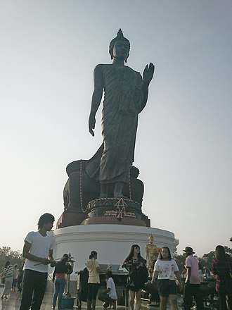 Wat Paknam Bhasicharoen - Somdet Chuang has planned to replace the standing Buddha image in the Phutthamonthon Park, which was deteriorating.