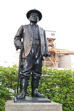 The statue of the late Mr. Soichiro Asano - panoramio.jpg