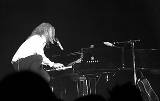 Tim Minchin - Minchin playing the piano on stage