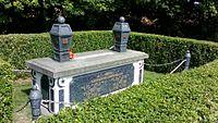 Tomb of President Yusof Ishak.jpg