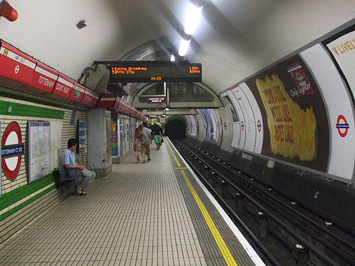 Tottenham Court Road stn Central westbound look east