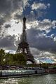 Tour Eiffel vu d'une péniche.jpg