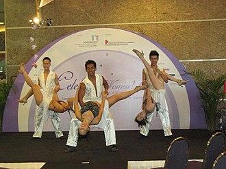 Salsa (dance) - Salsa show dancing
