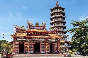 Sanxing (deities) - Image: Tuaran Sabah Ling San Pagoda 06