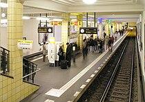 U-Bahnhof Berlin Friedrichstraße vom südlichen Zwischengeschoss.jpg