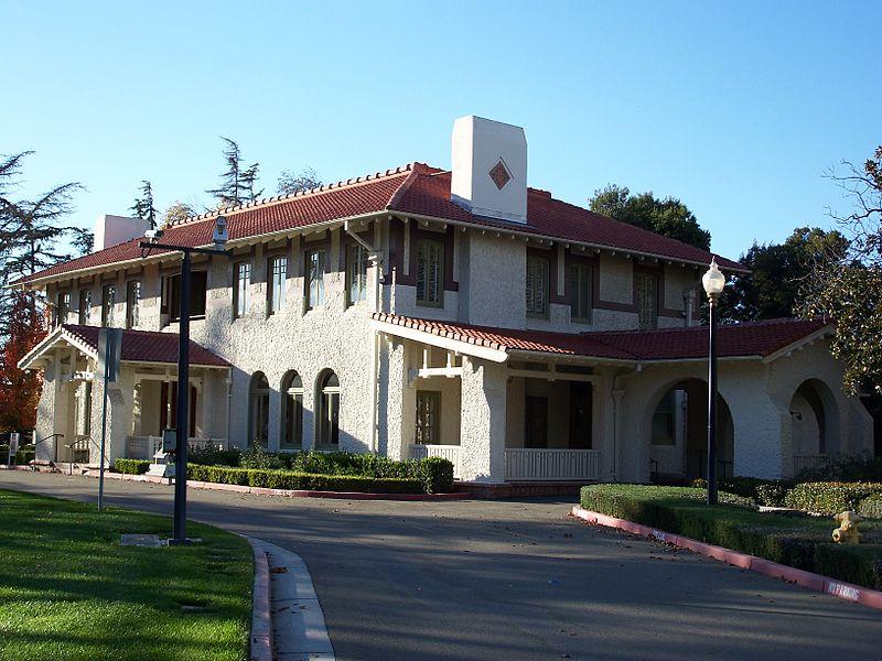 File:USA-Santa Clara-Agnews Developmental Center-Superintendent's Residence-1.jpg