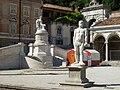 Udine- Statua di Ercole e monumento della pace in piazza Libertà.jpg