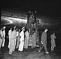 Uitstappen van de passagiers op vliegveld Hato op Curaçao, Bestanddeelnr 252-7713.jpg