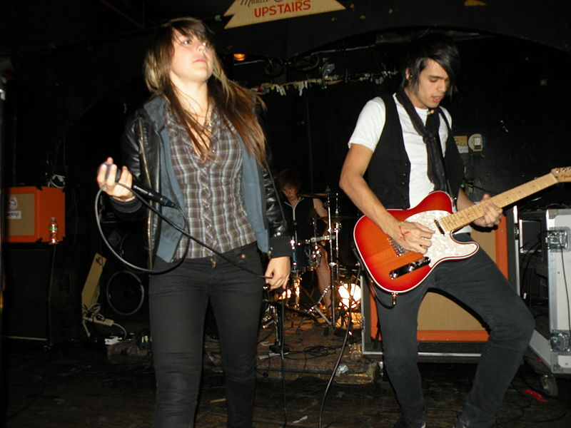 Fitxer:VersaEmerge at the Middle East Upstairs.jpg