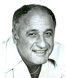 Vic Tayback 1976.JPG