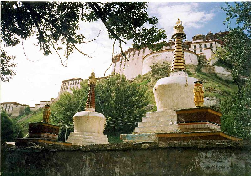 Datoteka:View of Potala from side.jpg