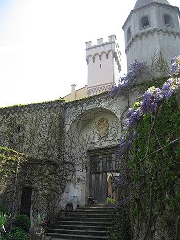 English: Ravello: Villa Cimbrone Entrance