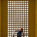 Vista superior da parede de tijos redondos de vidro Casa Modernista.jpg