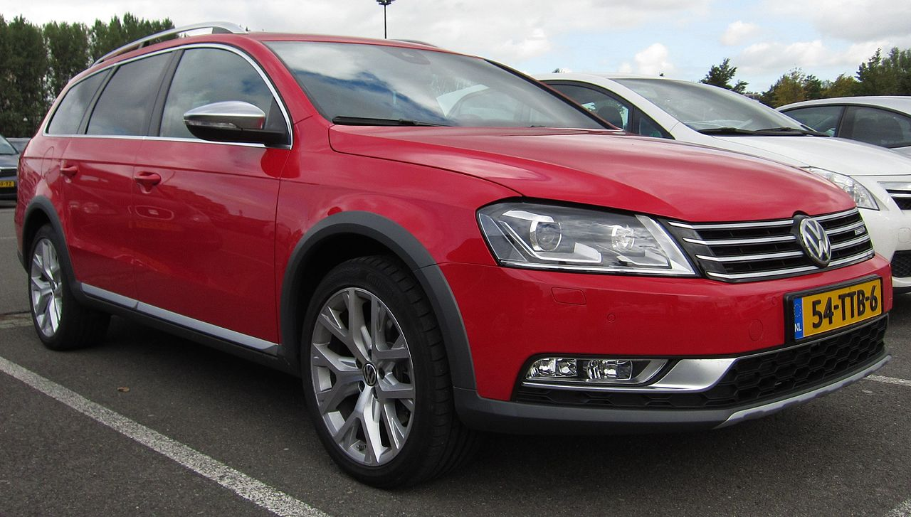 File:Volkswagen Passat Alltrack (front quarter) JPG