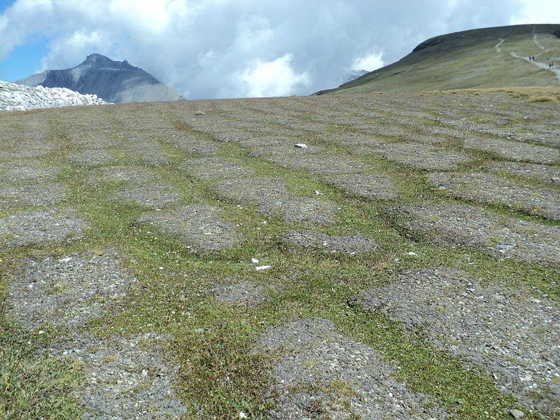 File:Wandern Schweiz auf Cassons bei Flims.jpg