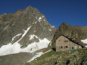 Watzespitze - Watzespitze from the northeast, with the Kaunergrathütte