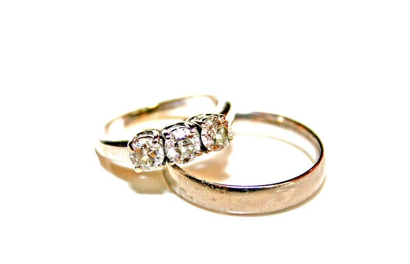 File:Wedding rings photo by Litho Printers.jpg