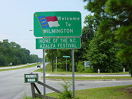 """Welcome to Wilmington Home of the N.C. Azalea Festival"" Natpis na ulazu u grad"