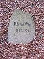 Wiligrad Wegestein Ahrensweg 1898-1903 2014-04-01.JPG