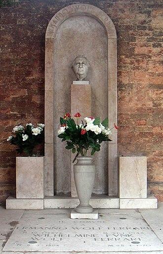 Ermanno Wolf-Ferrari - Wolf-Ferrari's grave in the San Michele cemetery.